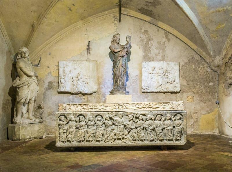 Sarcophage légendaire de la mitre de saint de martyre dans l'Aix images stock