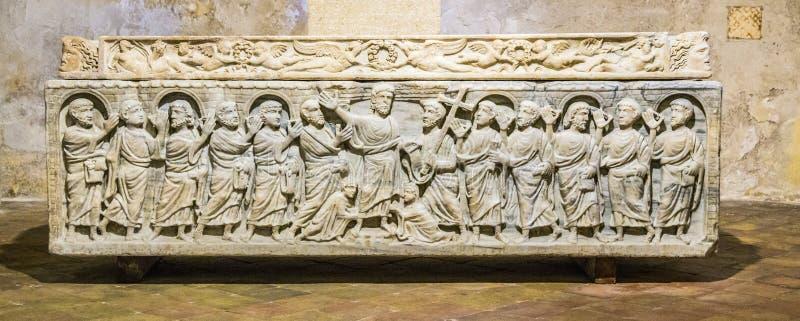 Sarcophage légendaire de la mitre de saint de martyre dans l'Aix photos libres de droits