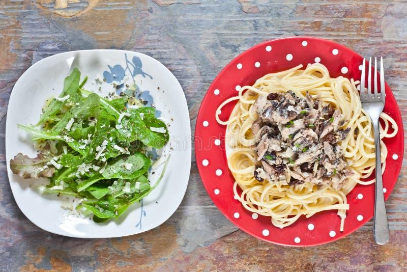 Download Sardines et spaghetti image stock. Image du plaque, nutrition - 45358987