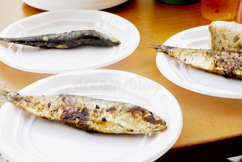 Sardines rôties images stock