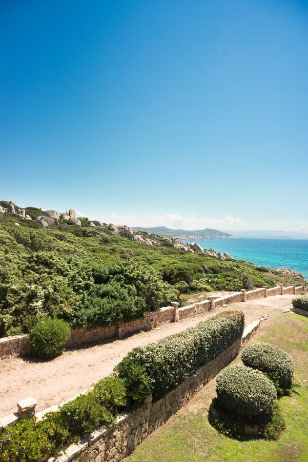 sardinia Testa do Capo Italy Estrada ao mar Céu azul imagem de stock royalty free
