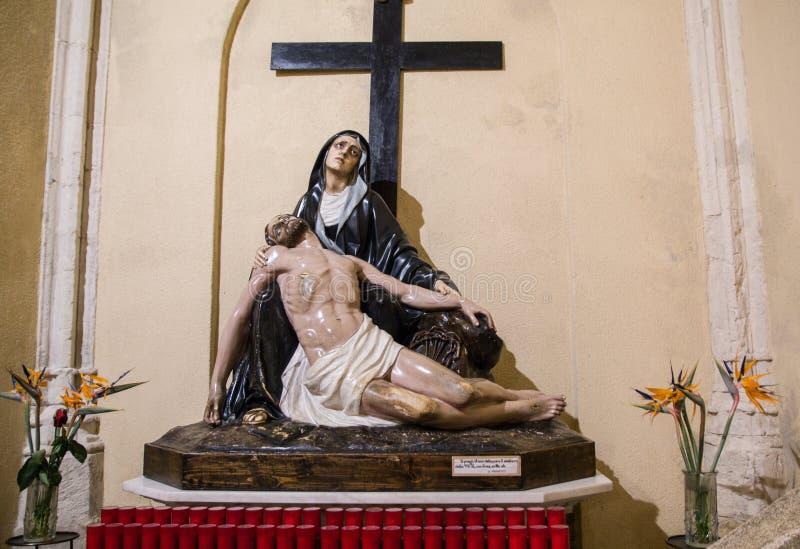 sardinia Wiara i sztuka Przedstawicielstwo PietÃ: maryja dziewica opłakuje nieżywego Chrystus sanktuarium Nostra Signora Di Bonar zdjęcia royalty free