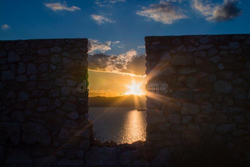 Sardinisches Meer am Abend stockfotografie