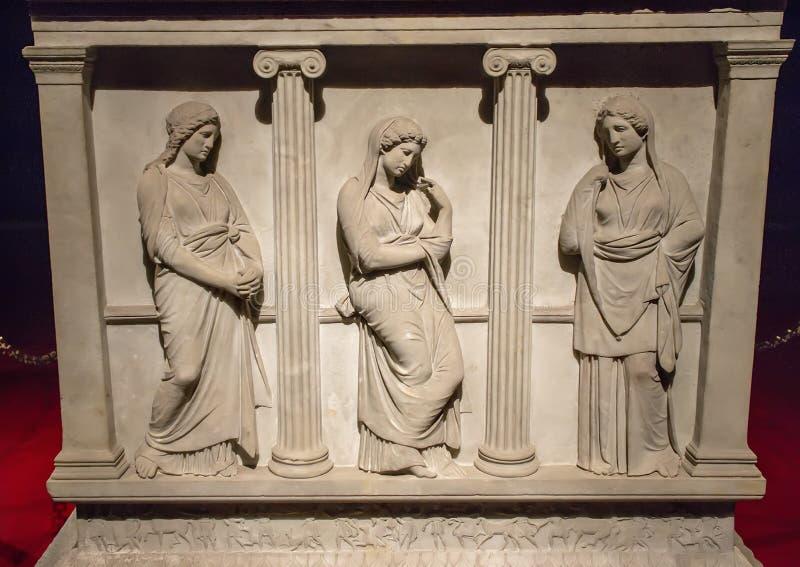 Sarkophag der Trauerfrauen stockbild