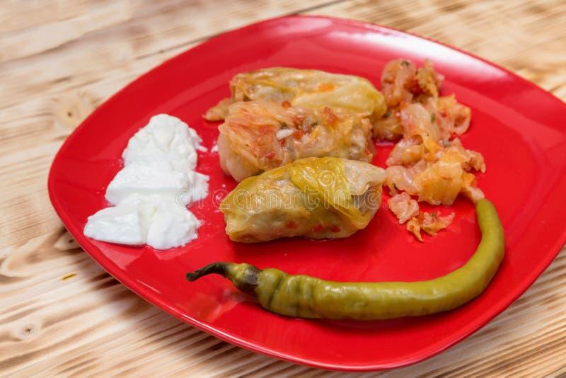 Sarmale - comida rumana Col rellena imagen de archivo