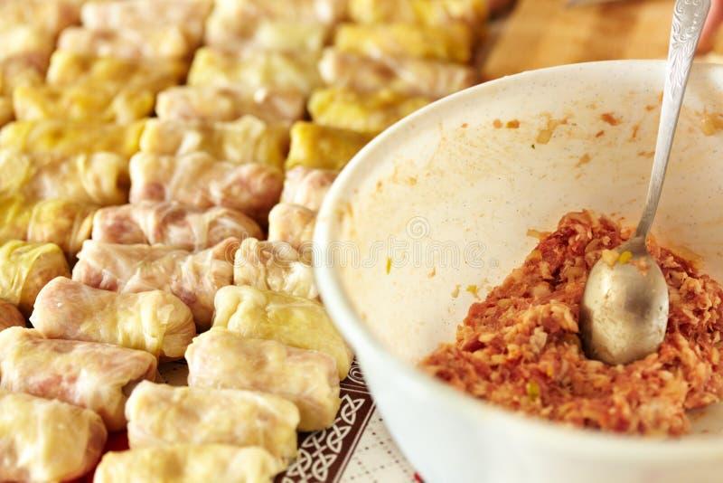 Sarmale, um prato tradicional romeno fotos de stock royalty free