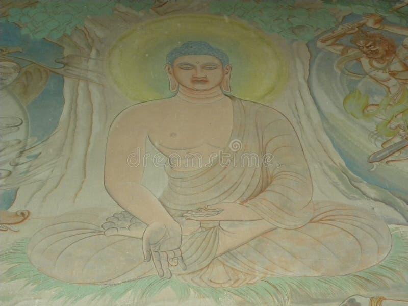 Sarnath, Uttar Pradesh, Índia - 1º de novembro de 2009 pintura de parede antiga de Lord Buddha imagens de stock