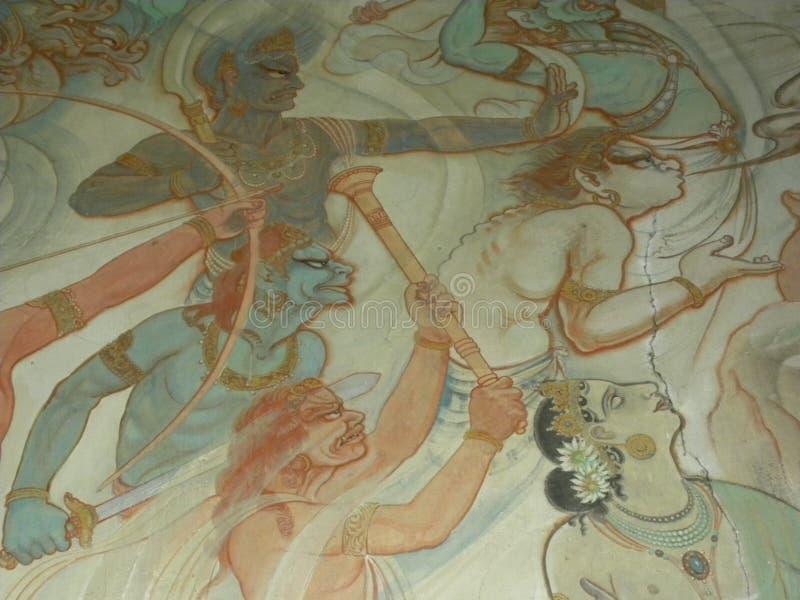 Sarnath, Uttar Pradesh, Índia - 1º de novembro de 2009 pinturas murais antigas nas paredes em Mulagandhakuti Vihara imagens de stock