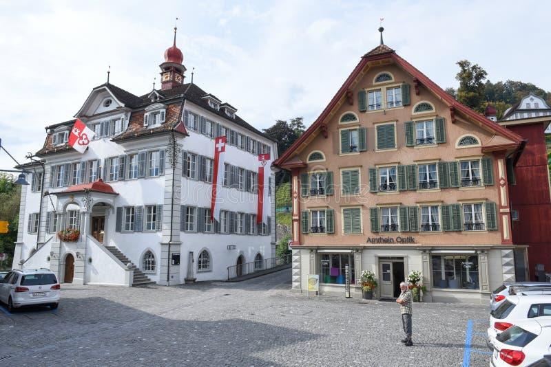Sarnen, Швейцария - 1-ое октября 2016: Центральная площадь Sarn стоковые фотографии rf