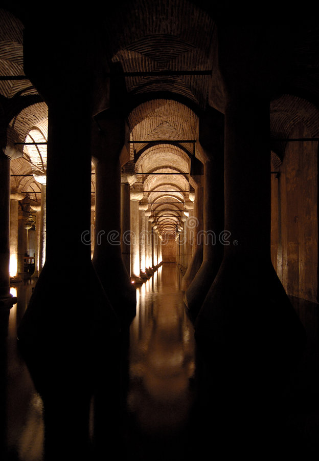 Sarnici de Yerebatan (saray), cisterna de la basílica. fotografía de archivo