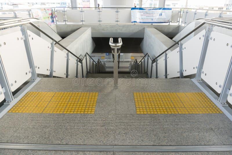 Sarong ist die lastest BTS-skytrain Station im Einsatz für Leute lizenzfreies stockfoto