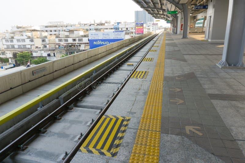 Sarong ist die lastest BTS-skytrain Station im Einsatz für Leute stockfoto
