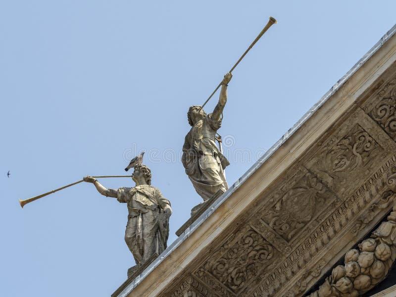 Saronno, Italien: Statuen des Schongebiets stockfotos