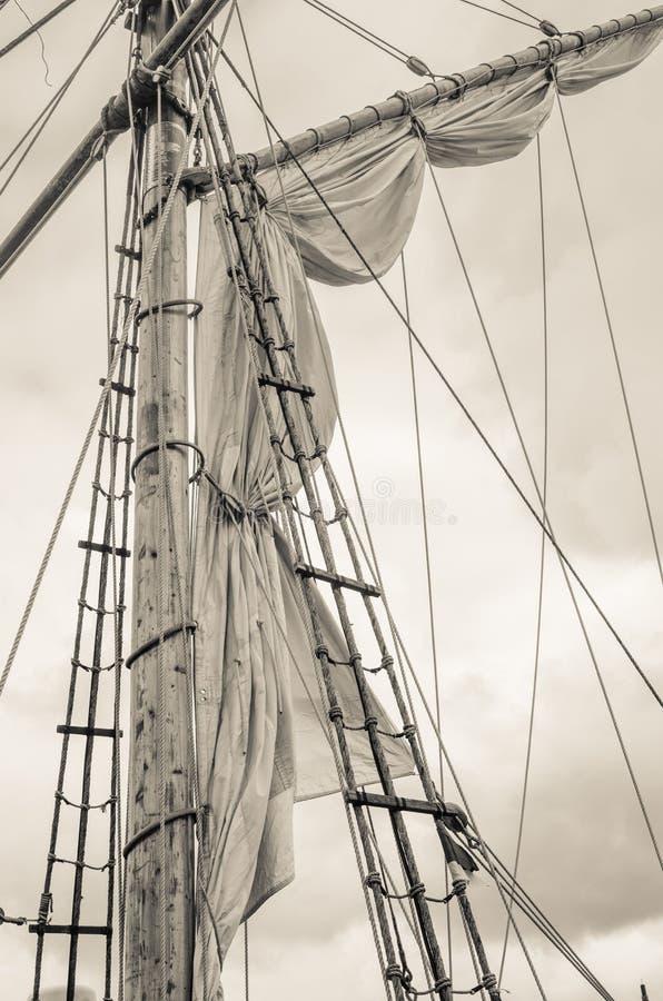 Sartiame della barca a vela e dell'albero, tonificante fotografia stock
