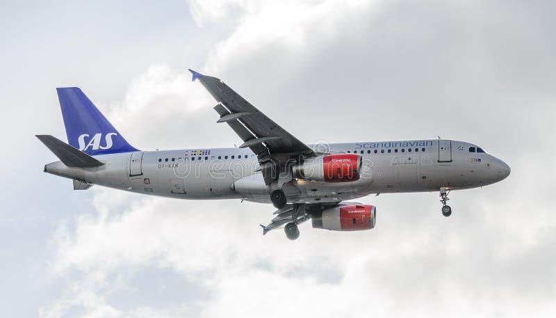 SAS str?llandning p? Heathrow arkivfoto