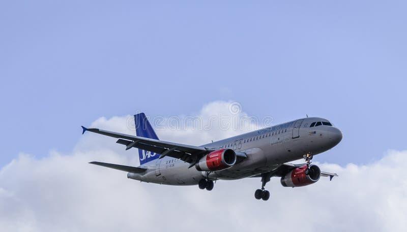 SAS str?llandning p? Heathrow royaltyfria foton