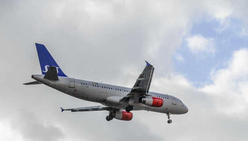 SAS str?llandning p? Heathrow fotografering för bildbyråer