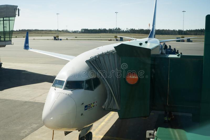 SAS Vliegtuig die in Luchthaven inschepen royalty-vrije stock foto's