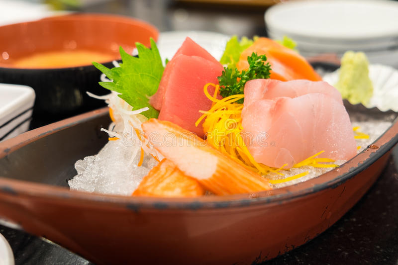 Sashimi που τίθεται στο ιαπωνικό εστιατόριο στοκ φωτογραφία με δικαίωμα ελεύθερης χρήσης