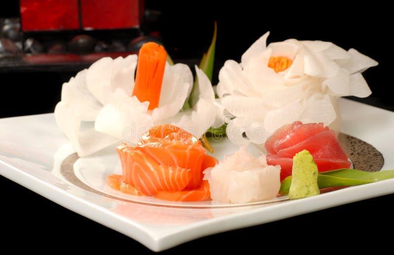 Sashimi asiático do atum e dos salmões imagens de stock