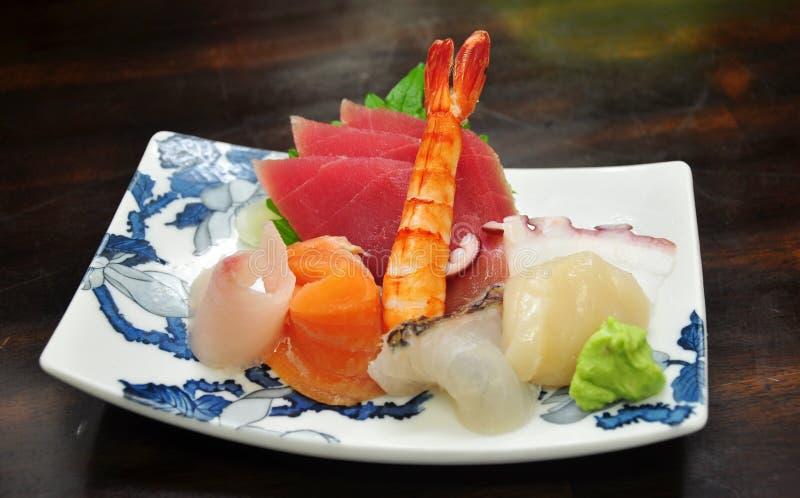 Sashimi clasificado de los mariscos en plato fotos de archivo