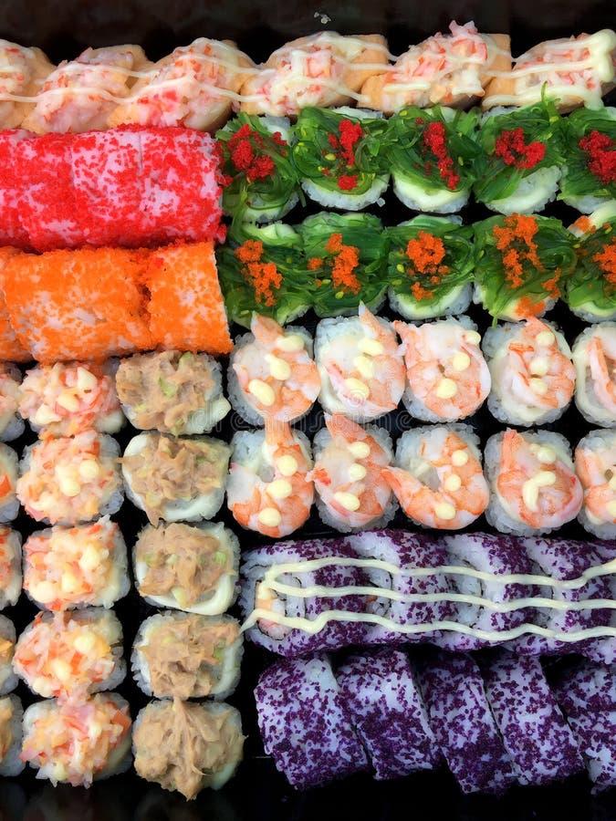 Sashimi de sushi et petits pains de sushi r?gl?s photo libre de droits