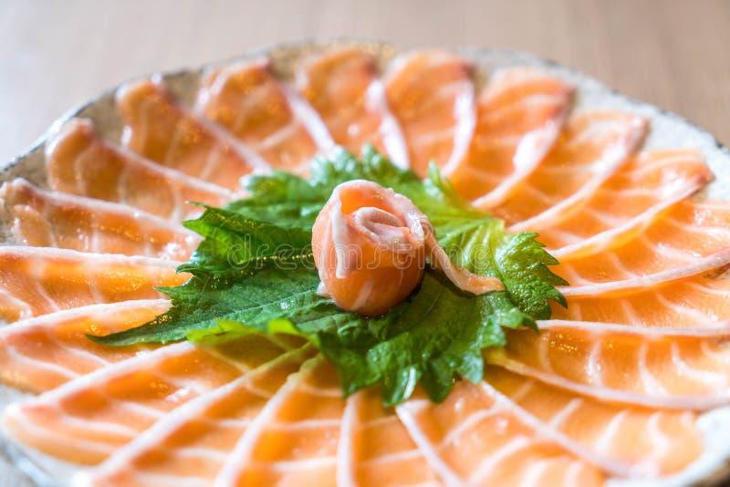Sashimi di color salmone affettato fotografia stock libera da diritti