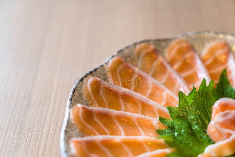 Sashimi di color salmone affettato immagini stock