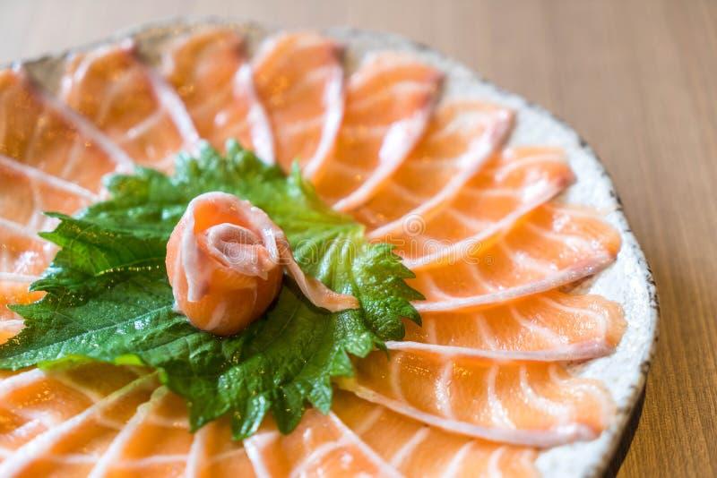 Sashimi di color salmone affettato fotografia stock