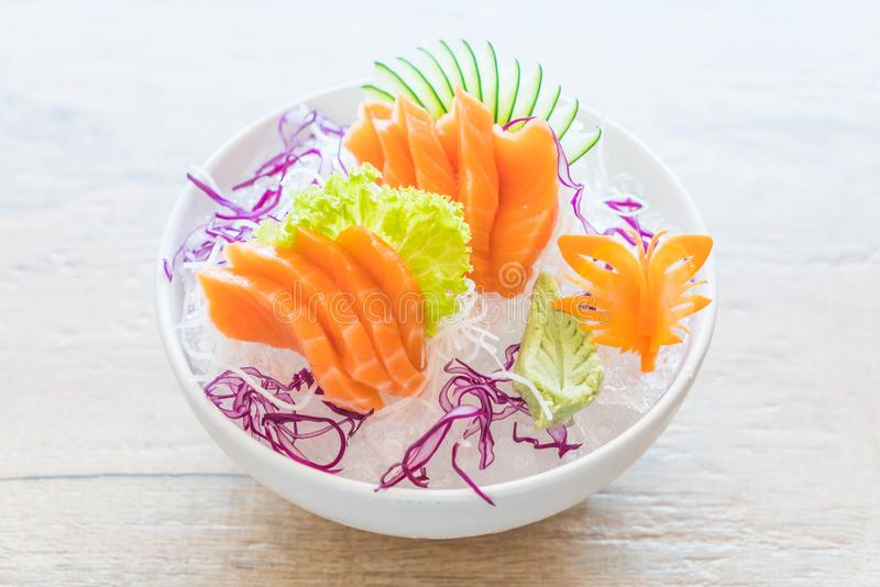 Sashimi di color salmone fresco immagine stock
