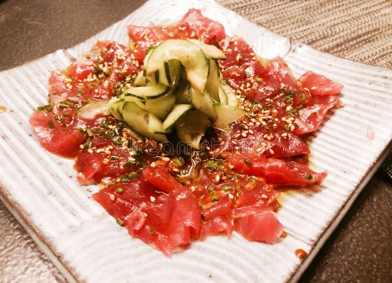 Sashimi dos salmões e do pepino imagens de stock royalty free