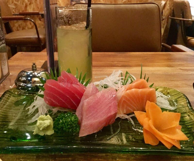 Sashimi e verde immagini stock libere da diritti