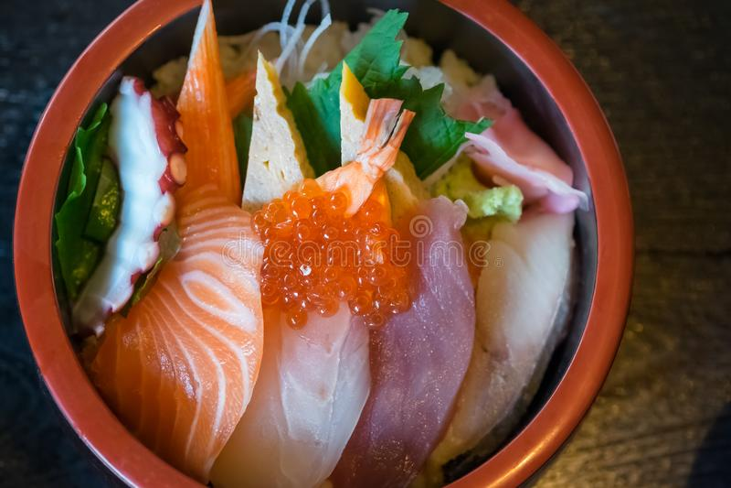 Sashimi en el arroz, comida japonesa fotografía de archivo libre de regalías