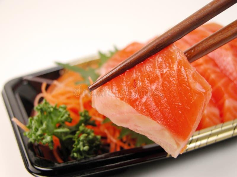 Sashimi et baguettes photographie stock