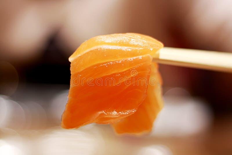 Sashimi giapponese del salmone dell'alimento fotografia stock