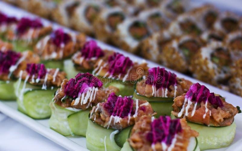 Sashimi met komkommer en bietensaus royalty-vrije stock afbeelding