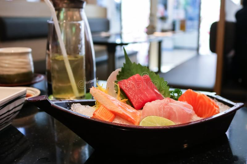 Sashimi op de plaat, Japans voedsel stock afbeeldingen