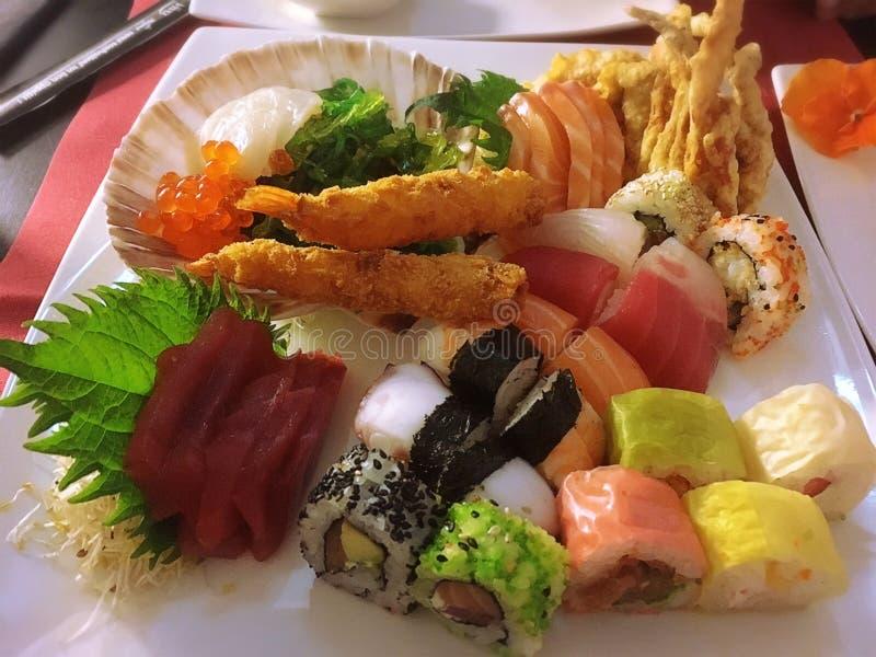 Sashimi, suszi, suszi rolka, Mieszany suszi, japans karmowi zdjęcia royalty free