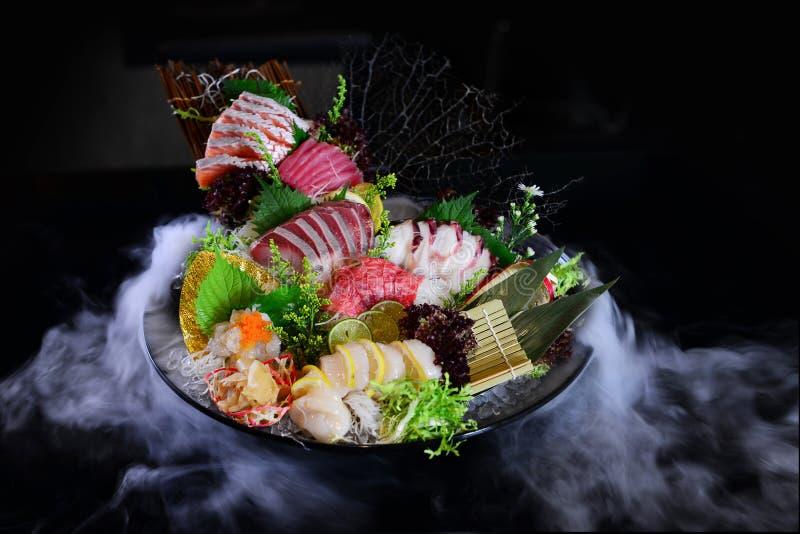 Sashimiplatte der rohen Fische der japanischen Art stockfotografie