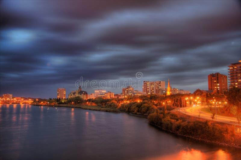 Saskatoon alla notte immagini stock