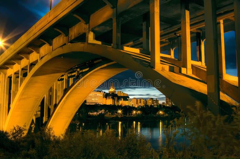Saskatoon bij Nacht royalty-vrije stock afbeelding