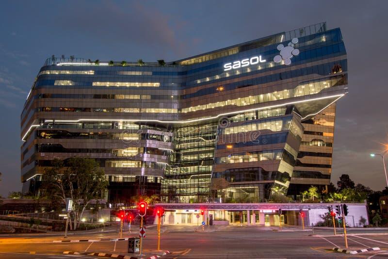 Sasol HoofddieKwarten in Sandton, Johannesburg bij nacht, door Toonbeeldarchitecten wordt ontworpen royalty-vrije stock afbeelding
