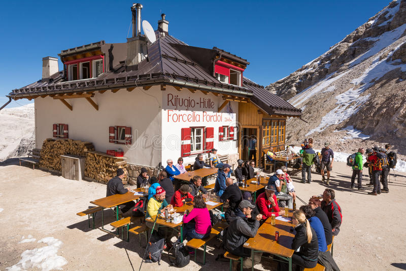 Sass Pordoi góra, dolomit, Włochy Schronienia Sass Pordoi obrazy royalty free