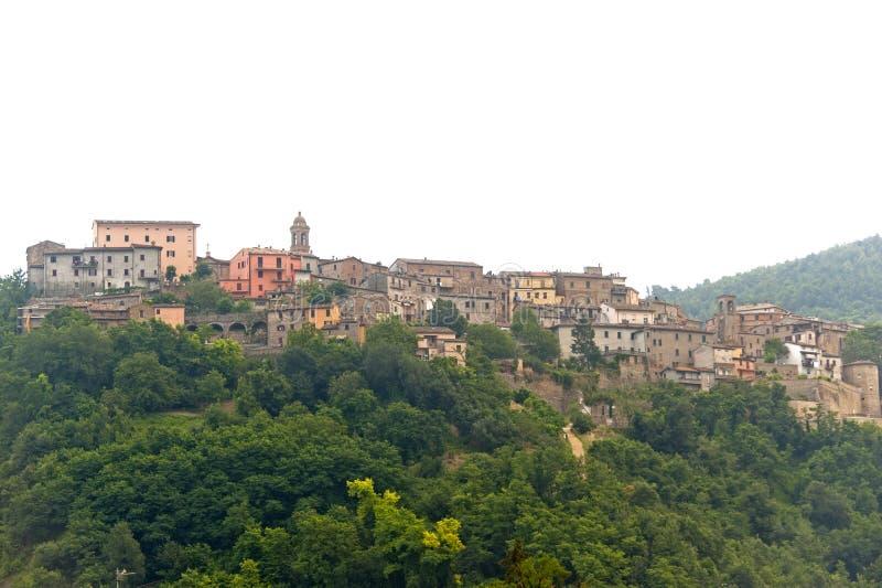 Sassocorvaro (Montefeltro, Italia) - ciudad vieja fotografía de archivo