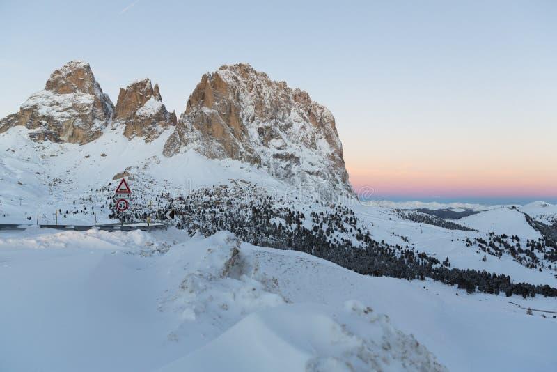 Sassolungo od Gardena przełęcza w dolomitach zdjęcia royalty free