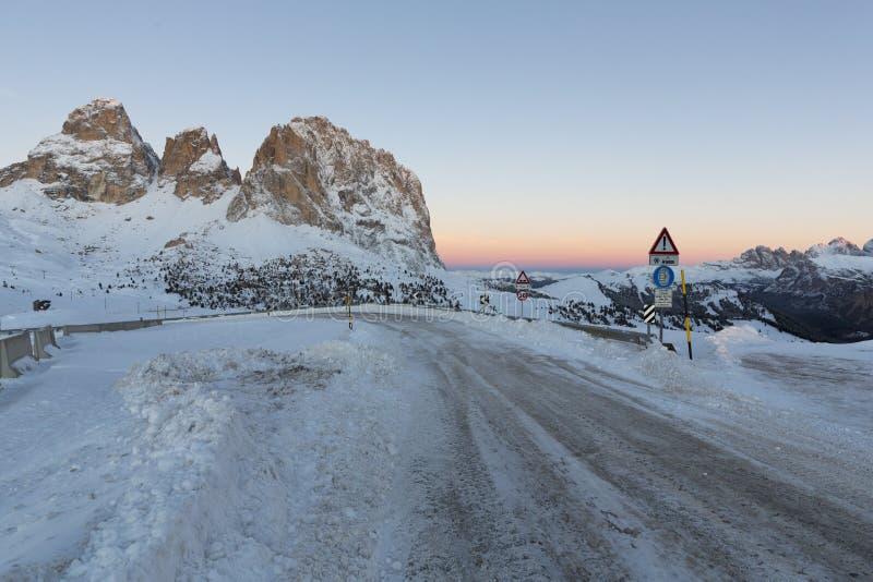 Sassolungo od Gardena przełęcza w dolomitach zdjęcie stock