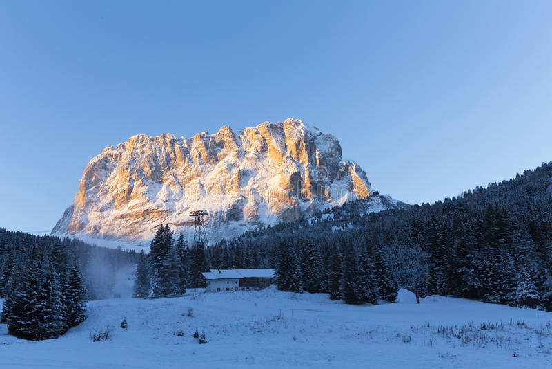 Sassolungo od Gardena przełęcza w dolomitach fotografia stock