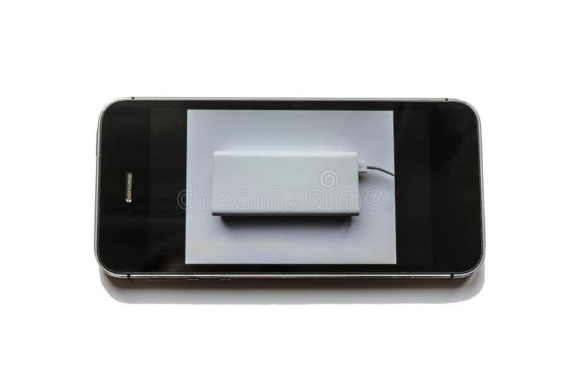 SAT en bas d'un t?l?phone, r?ver mobile, comme il a charg? du poverbank ?norme photo stock