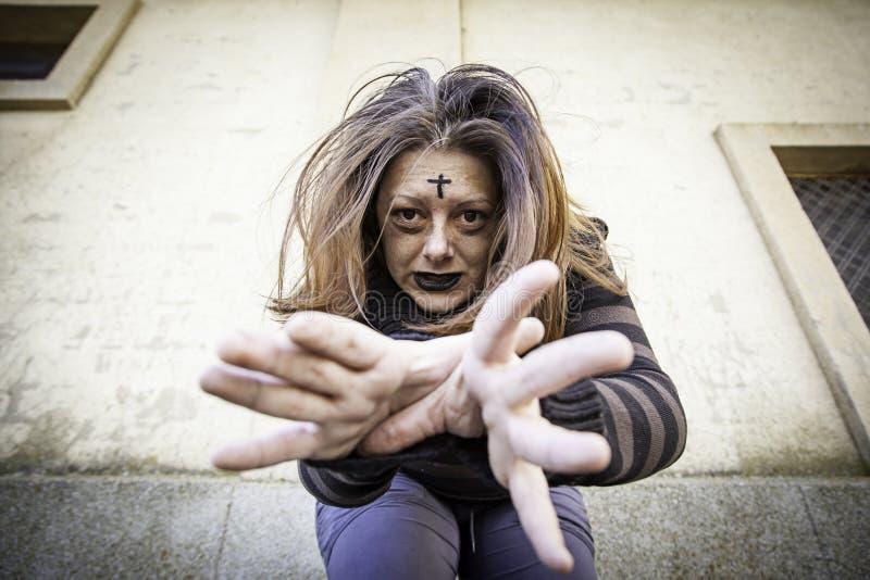 Sataniczna atakuje dziewczyna fotografia royalty free