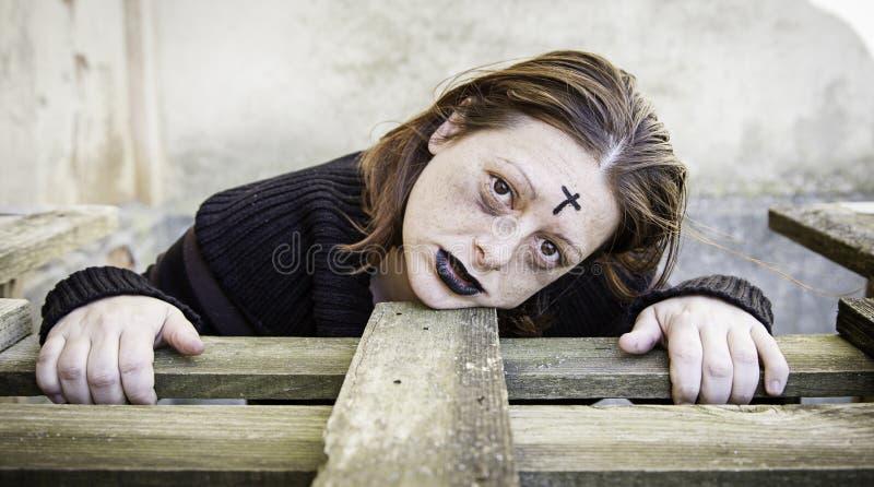Sataniczna okaleczająca dziewczyna zdjęcie royalty free